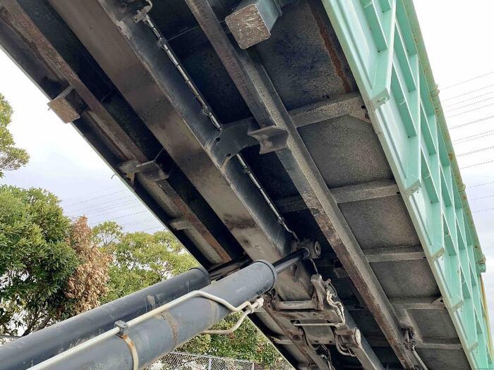 いすゞ ギガ 大型 アームロール コンテナ付き ツインホイスト|荷台 床の状態 トラック 画像 トラックサミット掲載