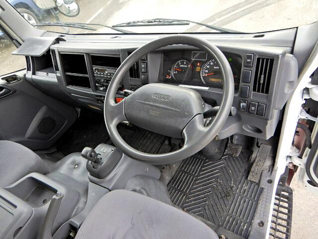 いすゞ エルフ 小型 アルミバン ボトルカー サイドドア|フロントガラス トラック 画像 トラック王国掲載
