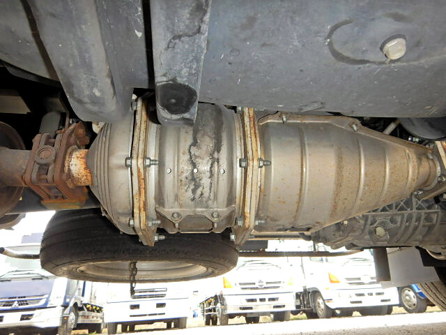 いすゞ エルフ 小型 アルミバン ボトルカー サイドドア|タイヤ トラック 画像 トラック市掲載