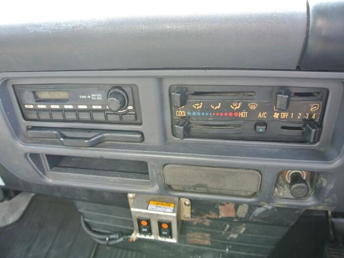 いすゞ エルフ 小型 ウイング 床鉄板 PA-NPR81R|駆動方式 2WD トラック 画像 リトラス掲載