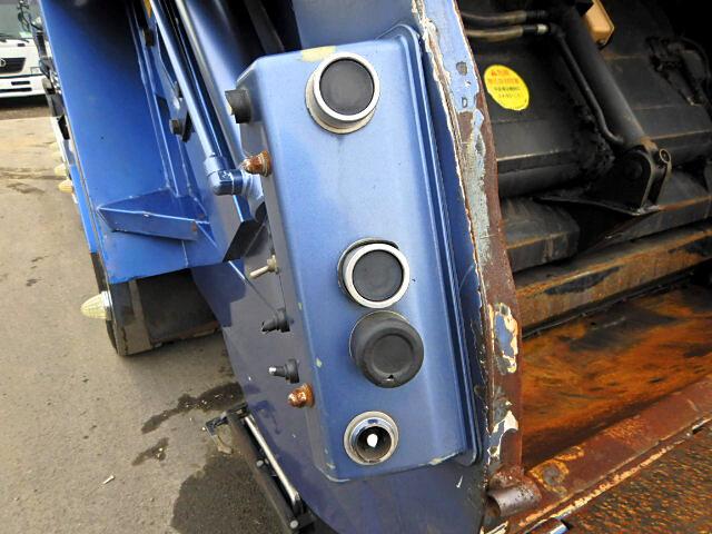 三菱 ファイター 中型 パッカー車 プレス式 KK-FK71HE|運転席 トラック 画像 トラック王国掲載